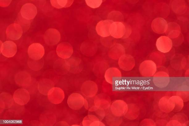 defocused image of lights - rot stock-fotos und bilder