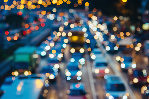 Defocused image of rush hour traffic on busy highway in the evening - gettyimageskorea