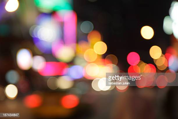 デフォーカスライトドットニューヨークシティの夜景 - light natural phenomenon ストックフォトと画像
