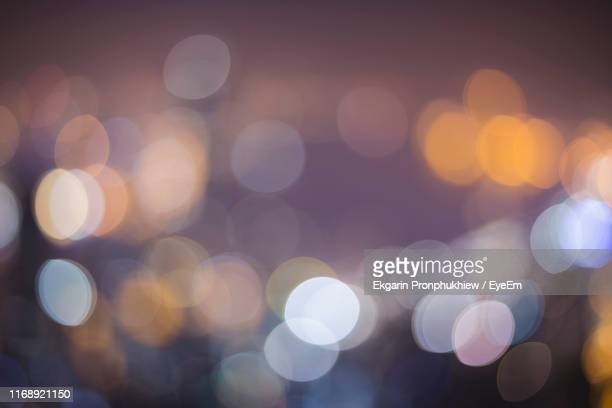 defocused lights at night - vignettierung stock-fotos und bilder