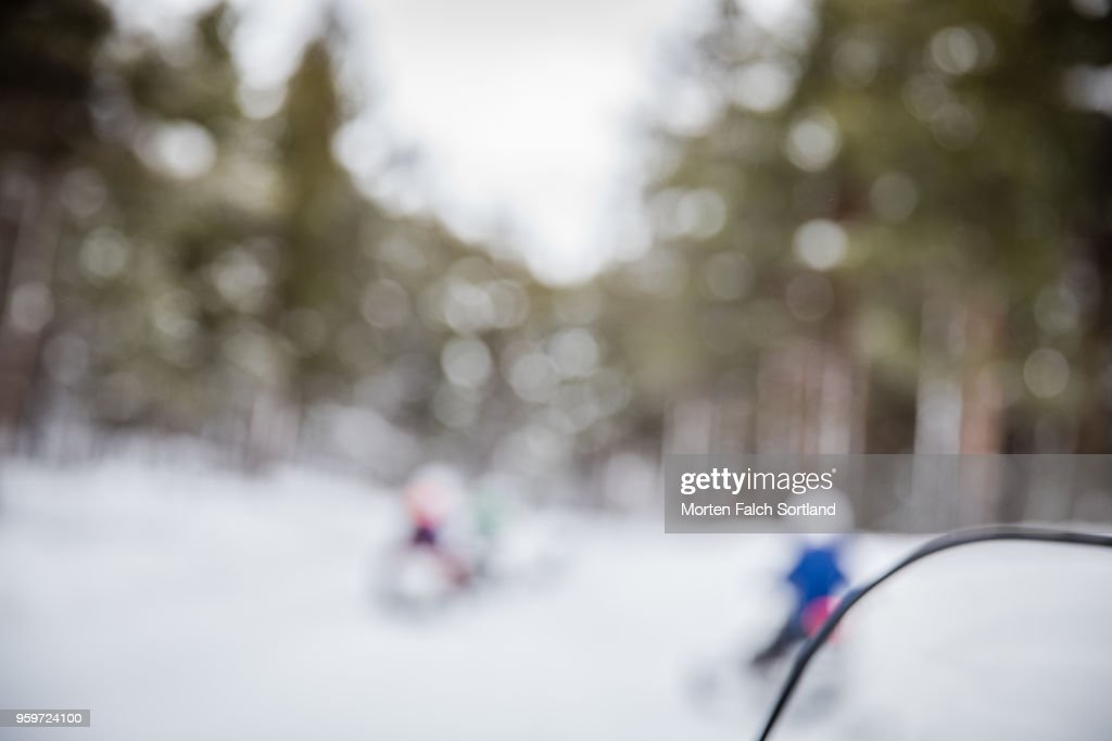 De-focused Shot of People Driving Snowmobiles on a Mountain in Rural Norway, Wintertime : Stock-Foto