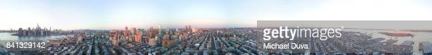 360 degree view of brooklyn with manhattan skyline vr - 360 degree view photos et images de collection