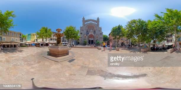 360-Grad-virtual-Reality Anzeigen des Zentrums der Plaça Constitució in Sóller Sant Bartomeu Kirche und alten Brunnen - Balearen Mallorca / Spanien