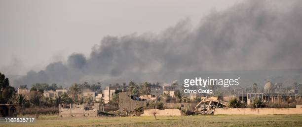 deir al zor. baghuz. 3_2019. fighters from sdf kurdish-led forces have launched a final assault on the last pocket held by islamic state in eastern syria - syria stock pictures, royalty-free photos & images