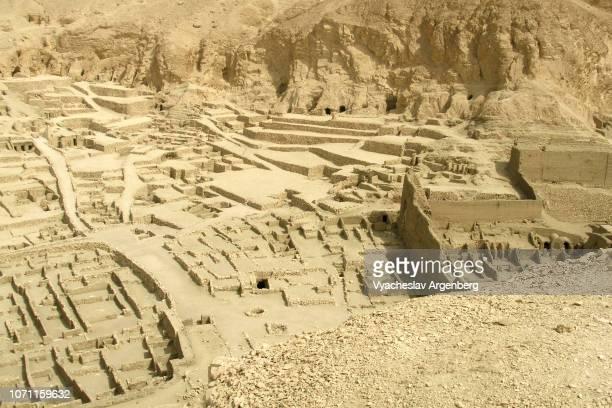 deir el-medina, an ancient egyptian village near valley of the kings - argenberg ストックフォトと画像