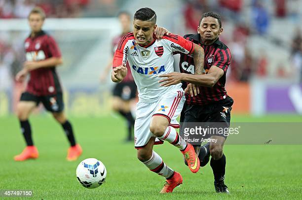 Deivid of AtleticoPR competes for the ball with Everton of Flamengo during the match between AtleticoPR and Flamengo for the Brazilian Series A 2014...