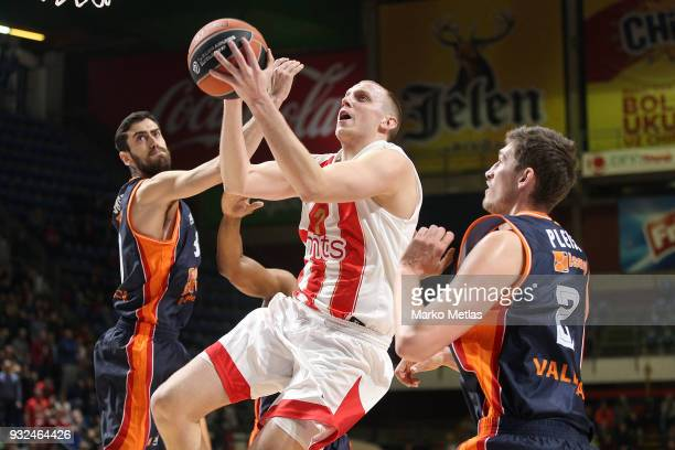 Dejan Davidovac #7 of Crvena Zvezda mts Belgrade competes with Tibor Pleiss #21 of Valencia Basket during the 2017/2018 Turkish Airlines EuroLeague...