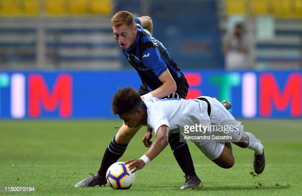 Dejan Kulusevski of Atalanta competes for the ball with Eddie Anthony Salcedo Mora of FC Internazionale during the Serie A Primavera Playoff Final...