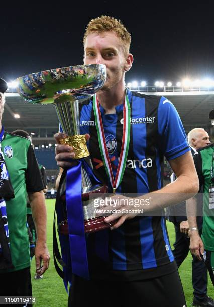 Dejan Kulusevski of Atalantacelebrates the victory after the Serie A Primavera Playoff Final match between FC Internazionale and Atalanta BC at...