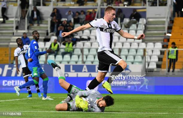 Dejan Kulusevski of Parma Calcio competes for the ball with Andrea Consigli of US Sassuolo during the Serie A match between Parma Calcio and US...