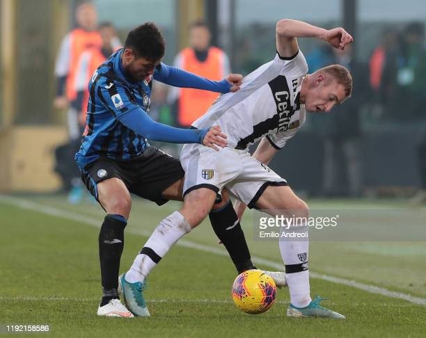 Dejan Kulusevski of Parma Calcio competes for the ball with Jose Luis Palomino of Atalanta BC during the Serie A match between Atalanta BC and Parma...