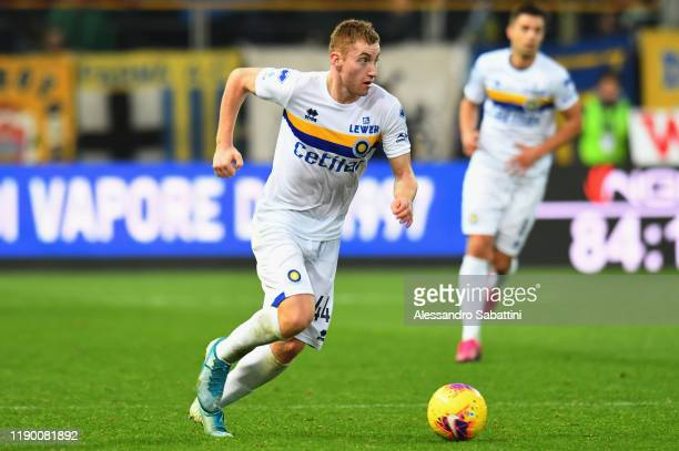 Dejan Kulusevski of Parma Calcio controls the ball during the Serie A match between Parma Calcio and Brescia Calcio at Stadio Ennio Tardini on...