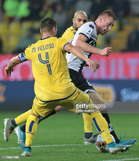 Dejan Kulusevski of Parma Calcio is challenged by Miguel Veloso of Hellas Verona during the Serie A match between Parma Calcio and Hellas Verona at...