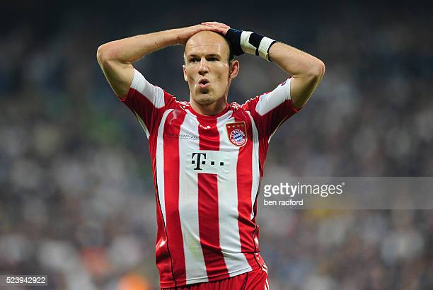 A dejected Arjen Robben of Bayern Munich during the UEFA Champions League Final between Bayern Munich and Inter Milan at the Estadio Santiago...