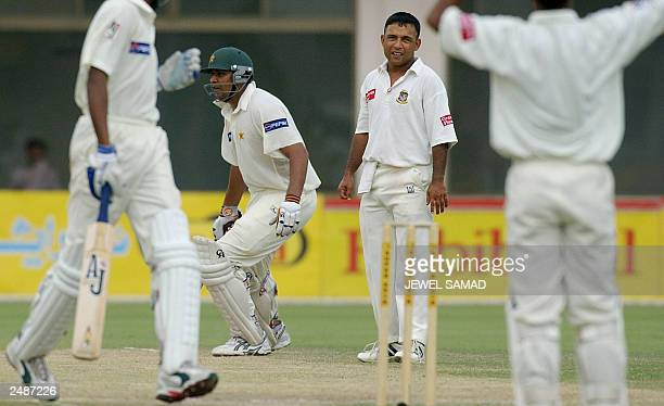 Dejected Bangladeshi cricket team skipper Khaled Mahmud looks on as Pakistani batsman Inzamam-ul-Haq 2nd-L- completes the winning run during the...