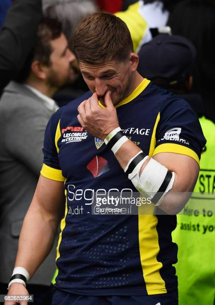 A dejected David Strettle of Clermont Auvergne collects his losers medal following his team's 2817 defeat during the European Rugby Champions Cup...