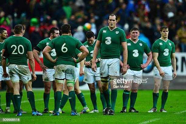 Dejected Ireland players walk off the pitch following their defeat during the RBS Six Nations match between France and Ireland at the Stade de France...