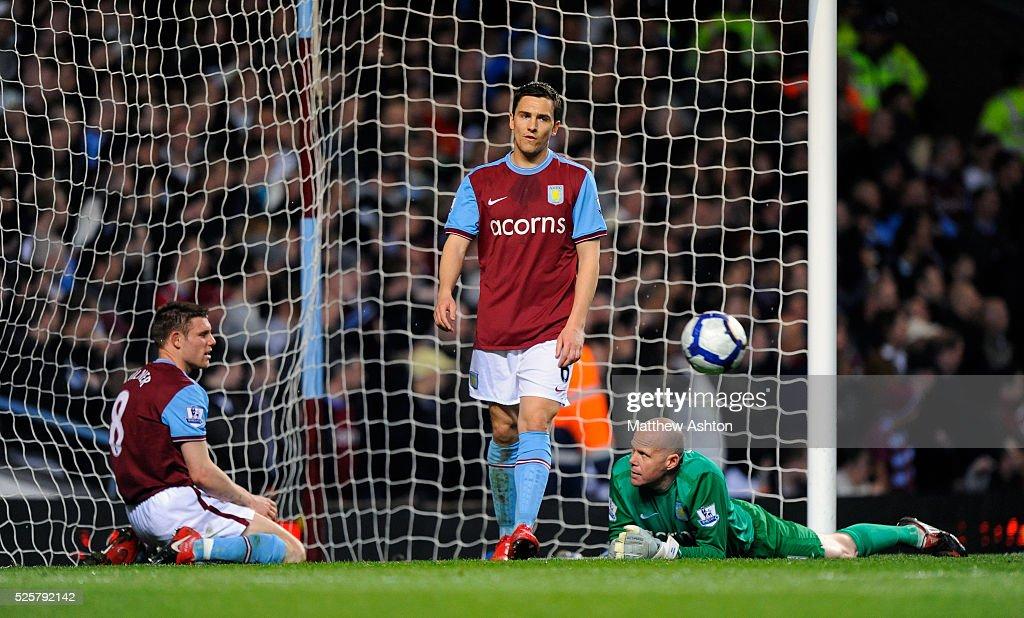 Soccer - Barclays Premier League - Aston Villa vs. Everton : News Photo