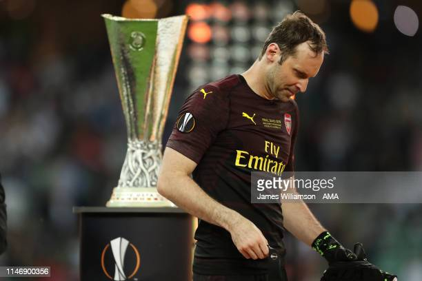 A dejected Petr Cech of Arsenal takes off his medal after losing the UEFA Europa League Final between Chelsea and Arsenal at Baku Olimpiya Stadionu...