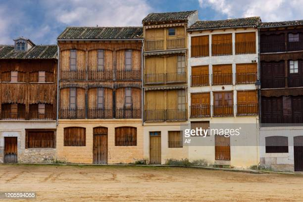 del coso square (plaza del coso) in peñafiel (valladolid), castilla león, spain - valladolid spanish city stock pictures, royalty-free photos & images