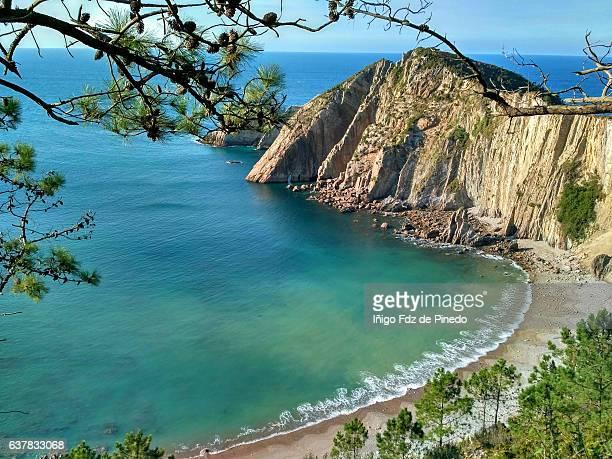 del silencio beach - cudillero - asturias - spain - principado de asturias fotografías e imágenes de stock