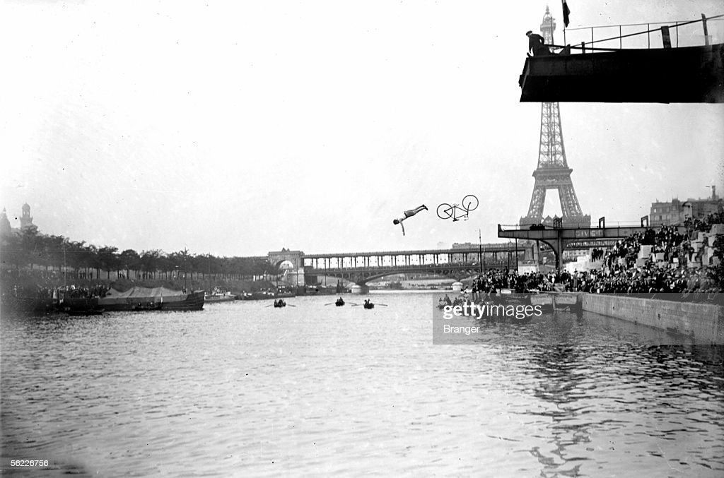 Delbord diving with its bicycle to the France championship of dive. Paris, june 22, 1913.