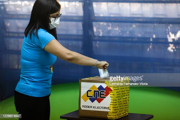 Delcy Rodriguez Vice President of the Bolivarian Republic of Venezuela enters her vote in the electoral box at the Escuela Padre Mendoza voting...