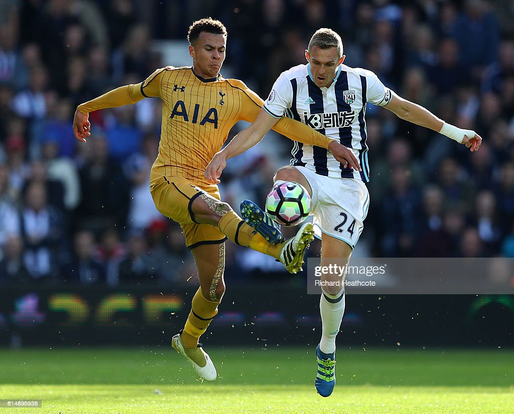 Dele Alli of Tottenham Hotspur (L) and Darren Fletcher of West Bromwich Albion (R) battle for possession during the Premier League match between West Bromwich Albion and Tottenham Hotspur at The Hawthorns on October 15, 2016 in West Bromwich, England.