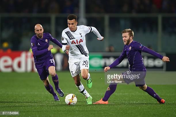 Dele Alli of Tottenham Hotspur controls the ball under pressure of Borja Valero and Jakub Blaszczykowski of Fiorentina during the UEFA Europa League...