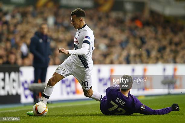 Dele Alli of Tottenham Hotspur controls the ball under pressure of Josip Ilicic of Fiorentina during the UEFA Europa League round of 32 second leg...