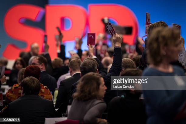 Delegates at the SPD federal congress cast their votes to decide if the Party should join big coalition on January 21 2018 in Bonn Germany The SPD is...