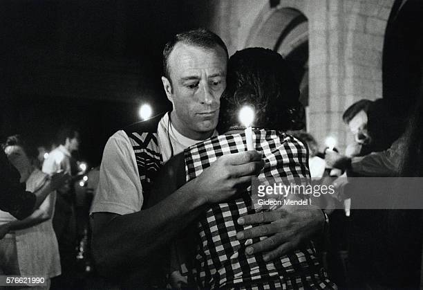 delegates embracing at aids conference - 復活徹夜祭 ストックフォトと画像