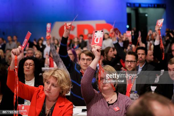 Delegates show the voting cards during the voting about coalition talks at the SPD federal party congress on December 7 2017 in Berlin Germany SPD...
