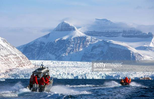 A delegation from the German Ministry of Education and Research and the AlfredWegenerInstitut ride out in small boats to the Kongsfjord glacier near...