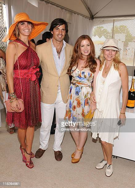 Delfina Blaquier Nacho Figueras Isla Fisher and Naomi Watts attend the Veuve Clicquot Polo Classic at Governor's Island on June 5 2011 in New York...