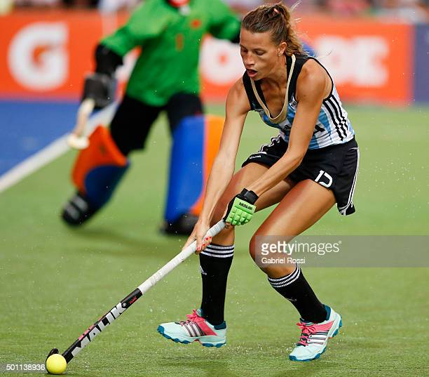 Delfina Merino of Argentina drives the ball during a match between Argentina and China as part of Day 8 of the Hockey World League Final Rosario 2015...