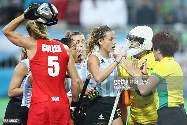 Delfina Merino of Argentina makes her point to the umpire uring the women's pool B match between Great Britain and Argentina on Day 5 of the Rio 2016...