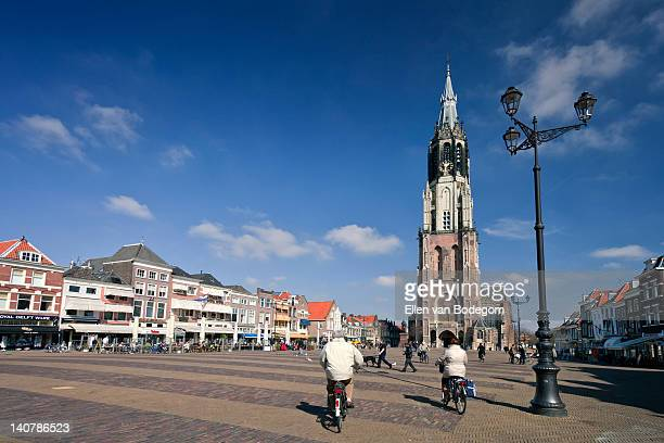 delft market square - nieuwe kerk delft stock photos and pictures