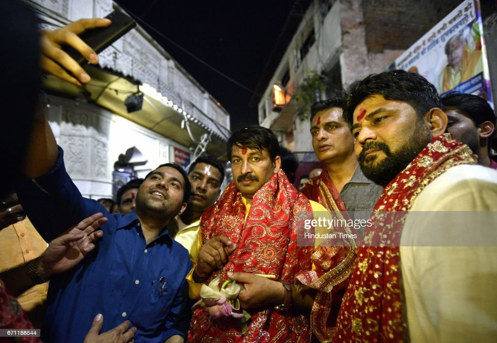 Delhi BJP President Manoj Tiwari visits Kalkaji Temple after finishing his campaign for MCD Elections, on April 21, 2017 in New Delhi, India. The BJP points out that the drubbing AAP got in the just concluded Rajouri Garden by-election is also an indication that the voter is not in favour of the party that rules Delhi.