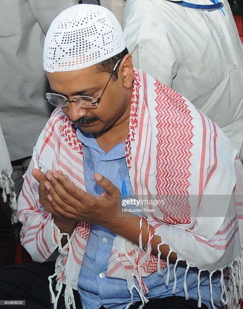 Delhi Chief Minister Arvind Kejriwal Breaks Roza : News Photo