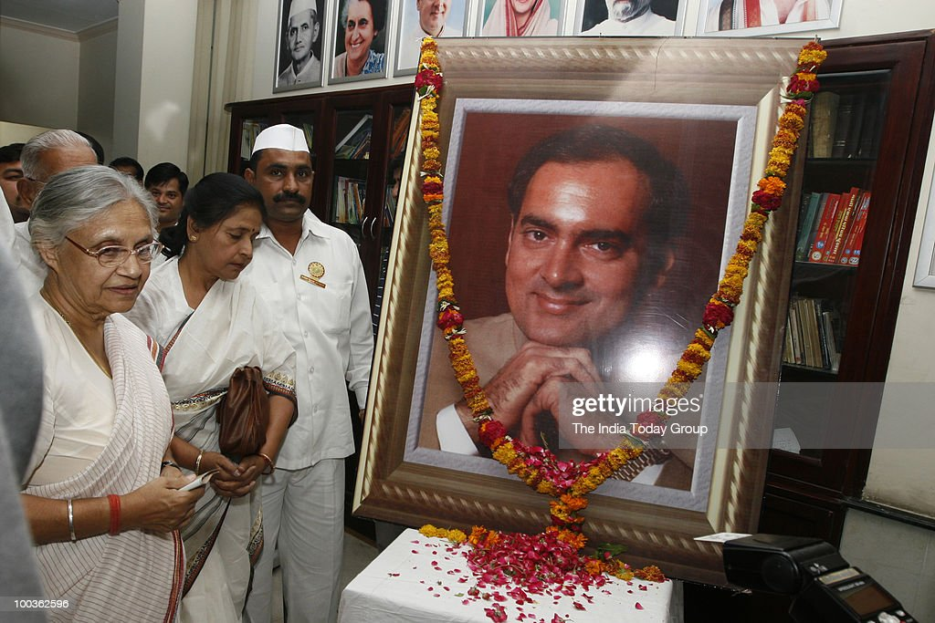 Delhi Chief Minister Sheila Dikshit pays homage to Rajiv Gandhi at DPCC office in New Delhi on Friday, May 21, 2010.
