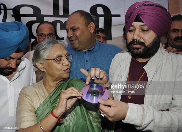 Delhi Chief Minister Sheila Dikshit with Punjabi pop singer Daler Mehndi Minister for Revenue Urban Development Arvinder Singh Lovely Parliamentary...