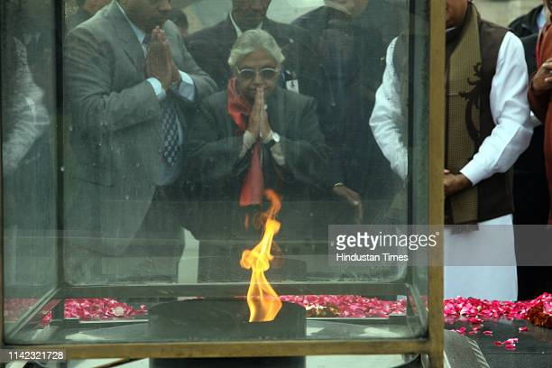 Delhi Chief Minister Shiela Dikshit paying tribute to those who died in terrorist attack in year 2008 and for prosperity in year 2009 at Raj Ghat