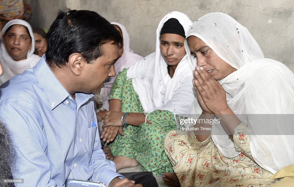 Delhi CM Arvind Kejriwal meets with Ranjit Kaur wife and other family members of deceased Ravinder Singh who ends life after failing to withdraw cash.