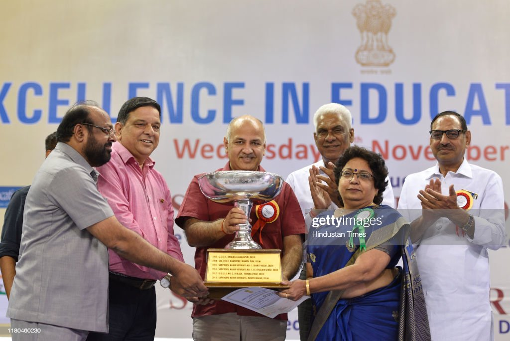 Delhi Deputy Chief Minister Manish Sisodia Present Excellence in Education Awards 2019 : News Photo