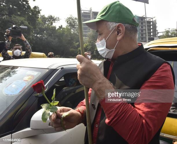 Delhi Deputy chief minister Manish Sisodia visit at ITO red light to create awareness phase-II, campaign over air pollution control ' Red Light On -...