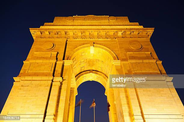 delhi india gate illuminated at night - india gate stock pictures, royalty-free photos & images