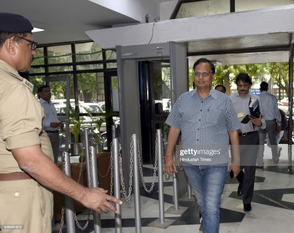 Delhi Minister of Health, Home, Power, PWD Industries, Transport & Urban Development Satyendra Kumar Jain arrives to attend the meeting along with Irrigation/Environment Ministers of Haryana and UP, on decongestion of Delhi & issues relating to Yamuna projects at Transport Bhawan, on September 13, 2017 in New Delhi, India.