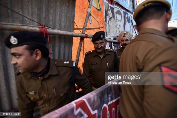 Delhi Police officials arrive at Shaheen Bagh with newly appointed Deputy Commissioner of Police Rajendra Prasad Meena on February 24, 2020 in New...