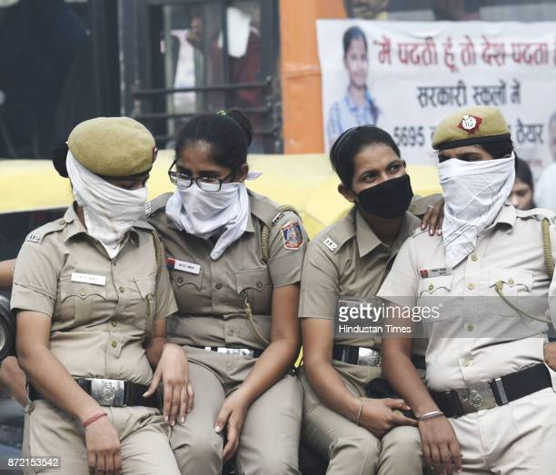 Delhi police personnel wearing protective mask after the air quality deteriorated amid heavy smog at Ramlila Maidan on November 9 2017 in New Delhi...